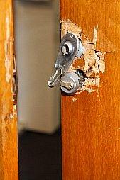 Imagen puerta forzada en campello