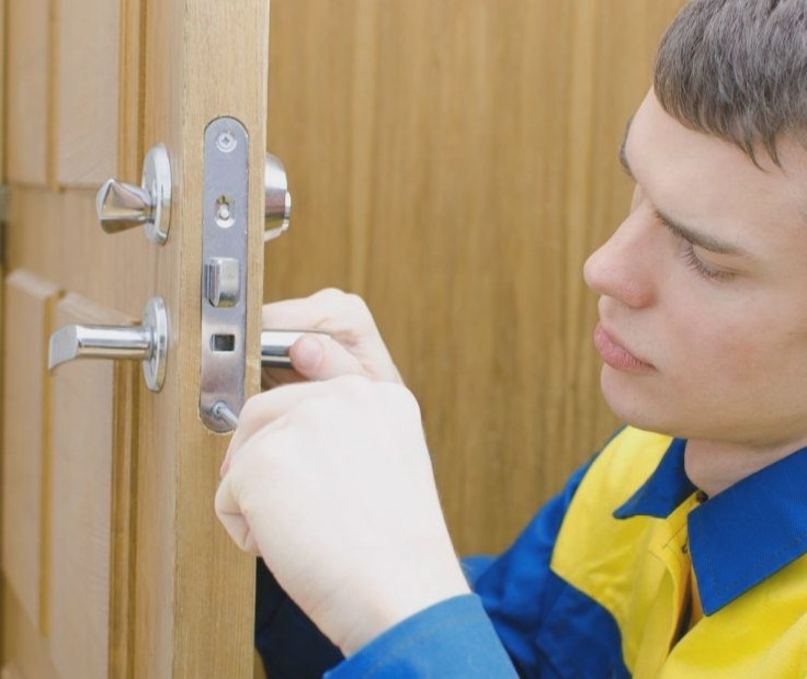 Cerrajeros Daya Nueva muy Baratos Veinticuatro horas Urgencias Rapidos Instalacion Cerraduras Cerrojos