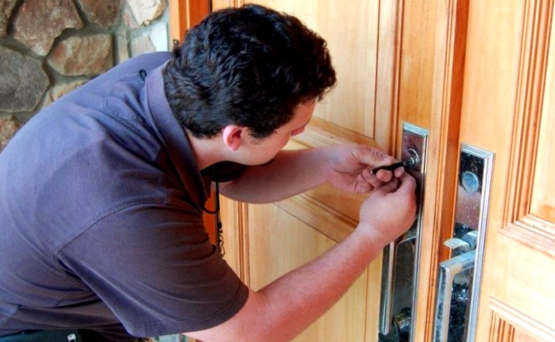 Cerrajeros Fuente Álamo de Murcia muy Lowcost Veinticuatro Horas Urgentes Rapidos Instalaciones de Cerraduras